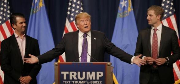 Eric et Donald Junior Trump avec leur père candidat républicain Donald Trump