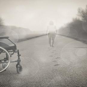 Todas las personas tienen el derecho a vivir de manera independiente. Public Domain