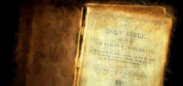 Biblia, Jezus, Bóg (pixabay.com)