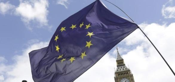 France slams UK tax-cut plan as Hollande plans post-Brexit EU tour ... - rfi.fr