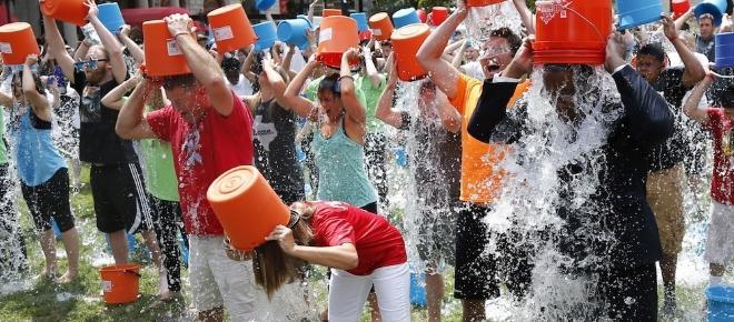 Kubeł zimnej wody, czyli pozytywny skutek Ice Bucket Challenge