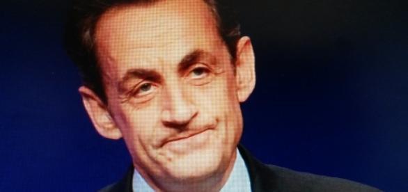 Que Nicolas Sarkozy mette en place une équipe hyper-communicante sur le terrain