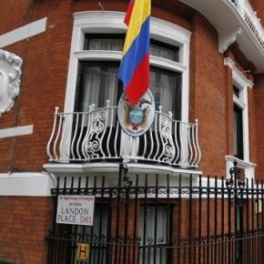 Ecuador Feared Britain Would Storm Embassy to Grab Assange ...- sputniknews.com