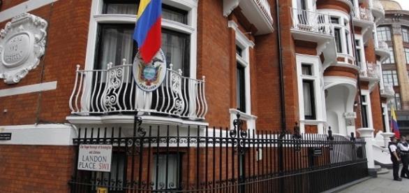 Ecuador Feared Britain Would Storm Embassy to Grab Assange ...- sputniknews.com