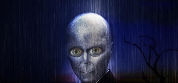 Disegno del volto di un alieno.