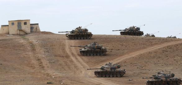 Tancurile turcești au trecut granița Siriană pentru ca milițiile kurde să nu preia controlul teritoriilor părăsite de ISIS