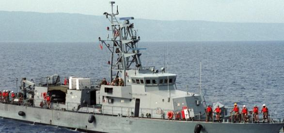 USS Tempest shot flares to warn oncoming Iranian vessels. Photo c/o Wikimedia Commons.