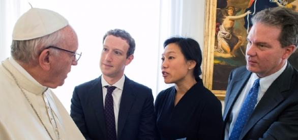 Mark Zuckerberg meets Pope Francis in Rome, gives him miniature ... - kopitiambot.com