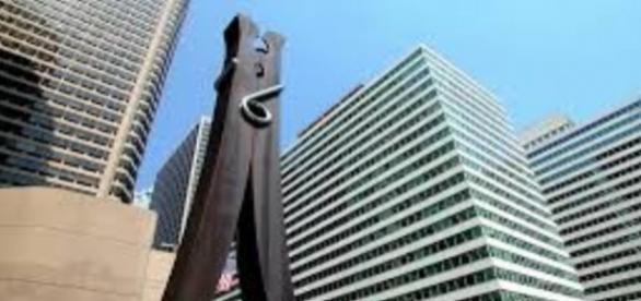"Claes Oldenburg's ""Clothespin"" fineartamerica.com Creative Commons"