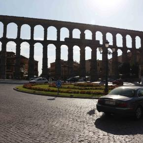 El tradicional acueducto en la ciudad de Segovia.