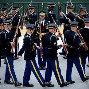 https://pixabay.com/en/us-army-drill-team-rifle-performance-619171/