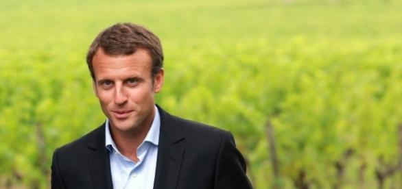 Emmanuel Macron dérange les caciques d'un PS traditionnel