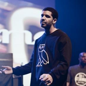 https://upload.wikimedia.org/wikipedia/commons/a/ad/Drake_at_Bun-B_Concert_2011_(1).jpg