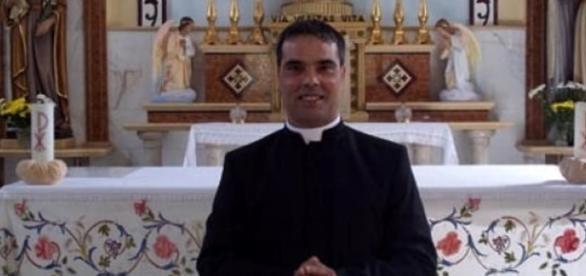 Palermo, novizio molesta minori su Facebook