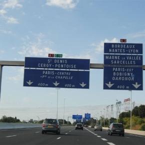 Autoroute française. Entrée de Paris en provenance de la Belgique