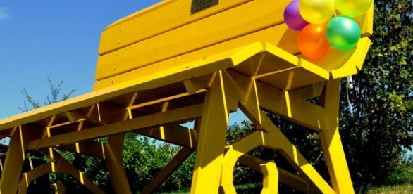 La Big Yellow Bench.foto di Alex Botto #langhe