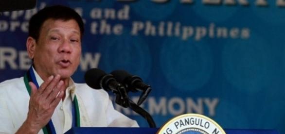 """Președintele Rodrigo Duterte este acuzat că a înființat """"Escadroanele morții"""""""