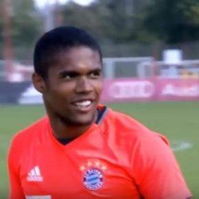 Douglas Costa é jogador do Bayern desde 2015.