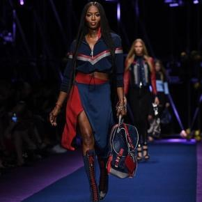 Naomi Campbell Walks Versace Spring 2017 at Milan Fashion Week ... - harpersbazaar.com