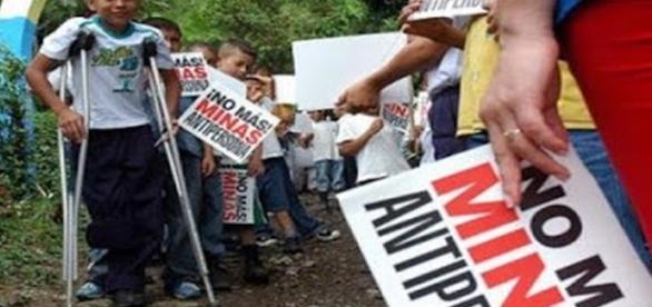 Kinder werden auch gezielt von den Linksradikalen als Teil der Bourgeoisie bekämpft. Die Minen der FARC kommen aus China.