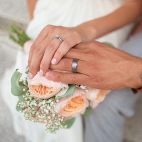 Noiva cai no seu casamento e bate com a cabeça, ficando paraplégica