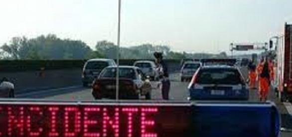 Cosenza: dopo una lite bus tampona un'auto