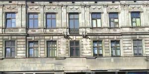 """Piotrkowska 15. W tym domu mieściły się od początku do końca biura redakcji """"Neue Lodzer Zeitung"""". Fot.: Grzegorz Wasiluk"""