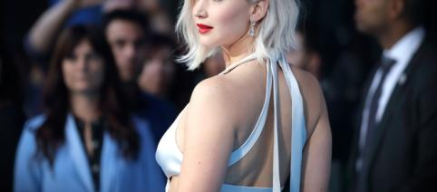 That One Time Jennifer Lawrence Punched Sophie Turner in the ... - eonline.com