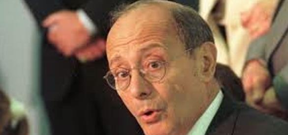 Former Senator Alfonse D'Amato was kicked off a Jet Blue flight for exercising his free speech rights re: Google Advanced Images.