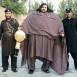 Gigantul blând, Arbab Khizer Hayat, este denumit HULK din Pakistan de către conaționali - Foto: Caters News Agency