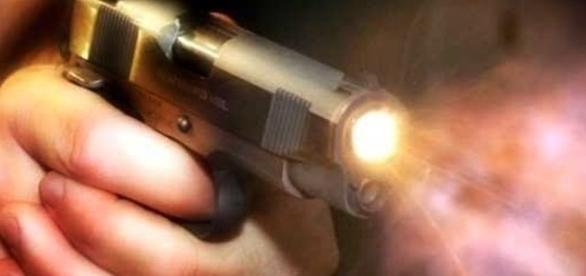 Corpo foi encontrado com vários ferimentos causados por disparos de arma de fogo