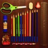 É possível fazer economia na compra do material escolar.