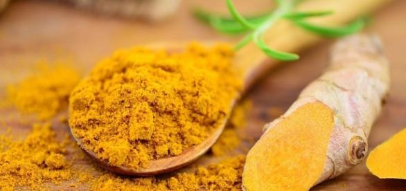 Curcuma: proprietà, benefici e ricetta del miele alla curcuma - stylegirl.it