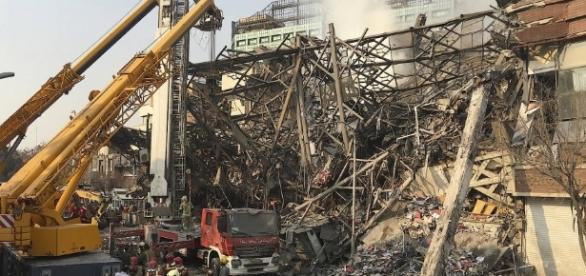 Hochhaus in Teheran nach Brand kollabiert. (Fotoverantw./URG Suisse: Blasting.News Archiv)