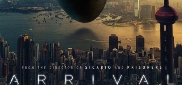 La locandina di Arrival, il nuovo film di Denis Villeneuve.