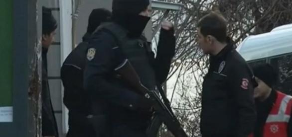 Policía turca vigila la zona del atentado