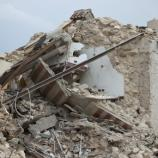 Macerie di case dopo un terremoto