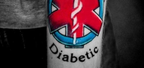 Homem tatua o seu tipo de diabetes