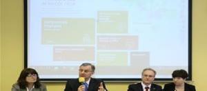 Agnieszka Jarosz, Mirosław Jarosz orad Guido Beltrani podczas konferencji inauguracyjnej otwarca NCEŻ w Warszawie