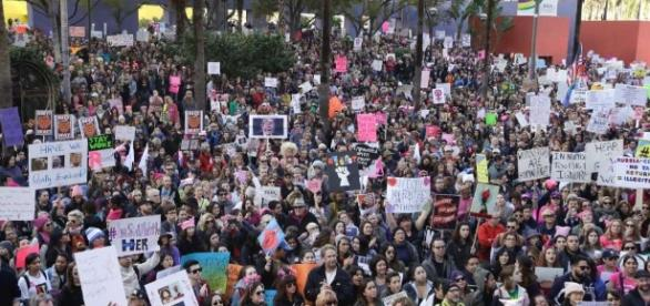 Thousands gather in downtown LA for women's march - SFGate - sfgate.com