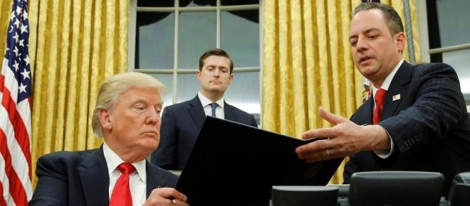 Trump assina decreto para começar a desmantelar Obamacare