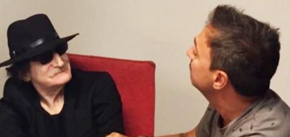 Charly García junto a Damian Amato en la firma de su nuevo contrato con Sony Music. Foto x Jose Palazzo vía Twitter