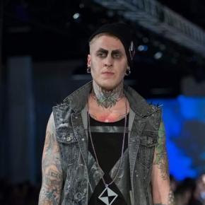 Das Label HEKTIKtok kreiiert Mode und lässt Tattooss und Stoffe verschmelzen