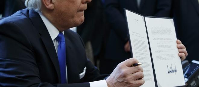 Trump firma un control extremo para limitar la inmigración