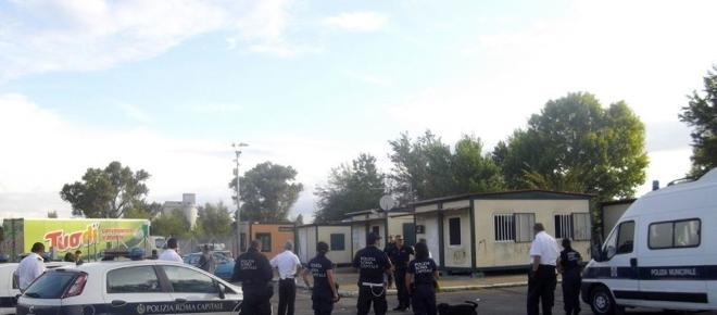 Roma, far west al campo nomadi di Salone