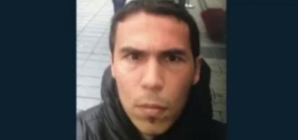 Istanbul, il volto del presunto autore della strage di Capodanno diffuso dalla stampa turca