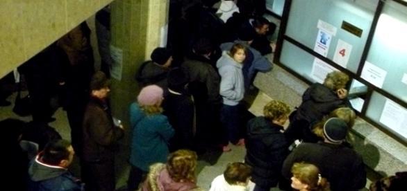 În alte țări se stă cu număr de ordine civilizat în așteptare
