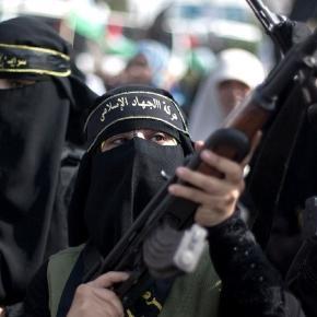 Un gruppo di donne combattenti dello Stato Islamico