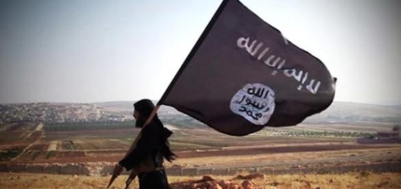 La bandiera dell'Isis, secondo fonti di intelligence italiane sventolerebbe su diversi villaggi albanesi e kosovari