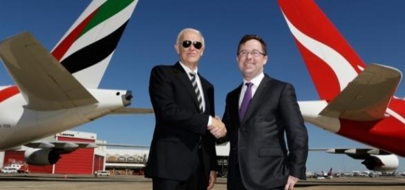 Tim Clark (links mit Sonnenbrille) ist der Chef der Airline EMIRATES. (Fotoverantw./URG Suisse: Blasting.News Archiv)